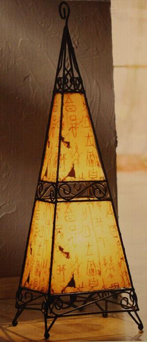 57cm metall stehlampe pyramide afrika bodenlampe stand leuchte lampe ebay. Black Bedroom Furniture Sets. Home Design Ideas