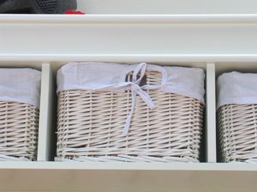 wandgarderobe garderobe mia weiss lackiert k rbe. Black Bedroom Furniture Sets. Home Design Ideas