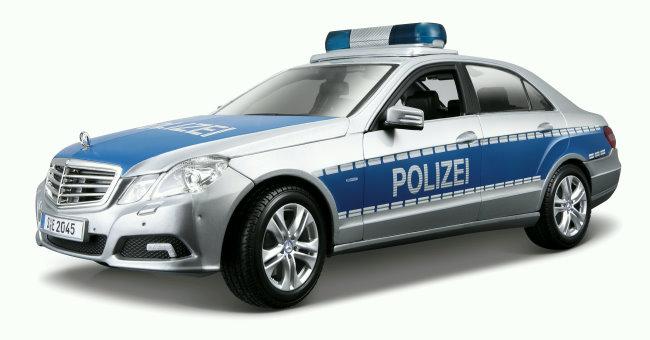 Maisto-Mercedes-Benz-E-Klasse-Polizei-Sammlerauto-im-Massstab-1-18-Modellauto
